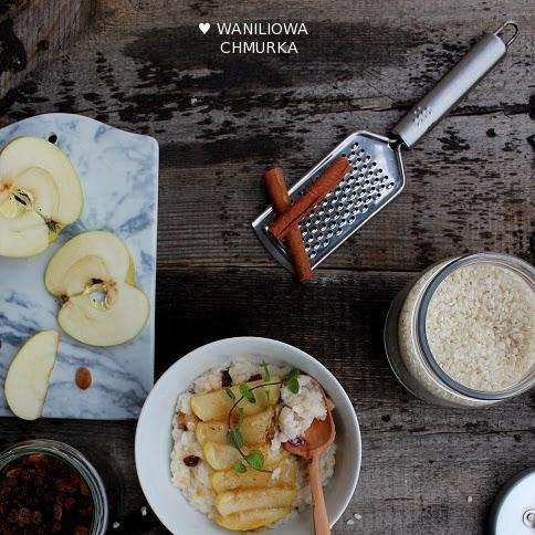 Ryż na mleku z karmelizowanymi jabłkami, rodzynkami i cynamonem