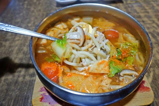 玉陶爾韓式料理素菜烏龍麵豆腐鍋