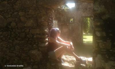 Parede de pedras das ruínas de dentro do convento