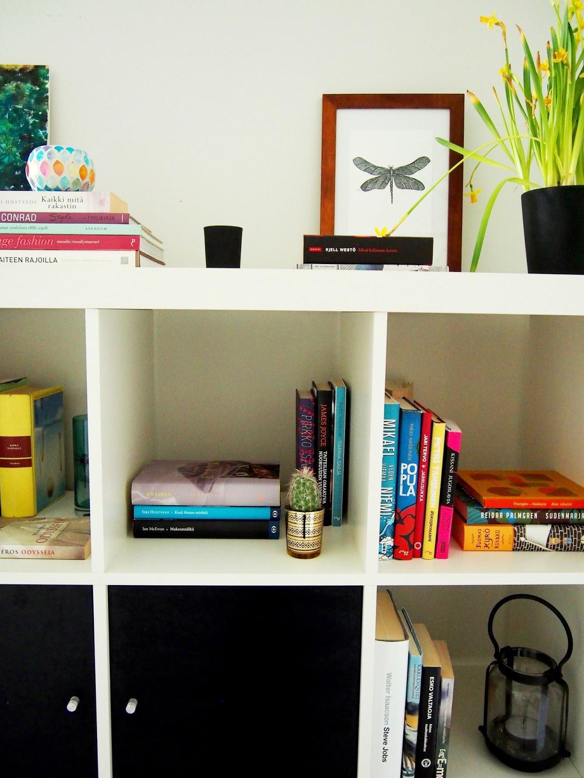 Book kirja hylly shelf shelves art style Lauren Conrad siri hustvedt candle