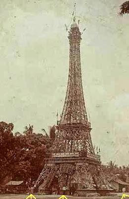 Replika menara Eiffel.