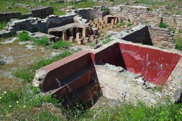 hyères var antiquité site archéologique olbia vestiges thermes
