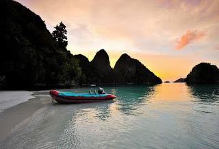 Wisata Raja Ampat terletak di kawasan Papua Barat