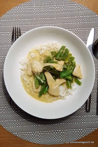 Curry mit Hähnchen, grünen Bohnen, Kokosmilch und Reis