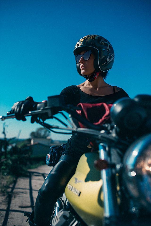 Premier Helmets Moto Guzzi Girl Italy Image Simone De Ranieri