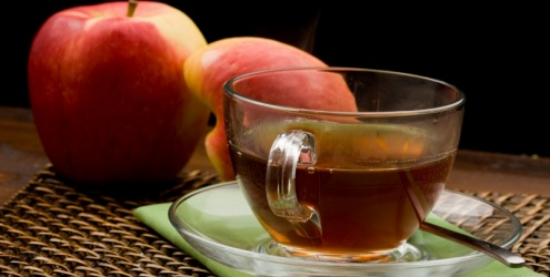 Resultado de imagem para mulher fazendo chá de maçã