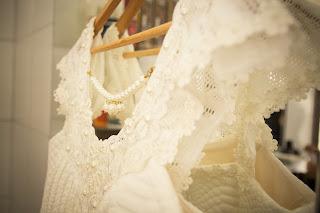 Vestidos de novia en perchas