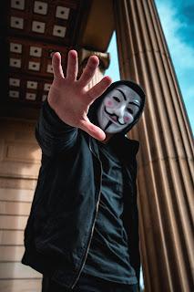 Le corporate hacker est un hacker bienveillant: il contourne les règles pour faire mieux son travail