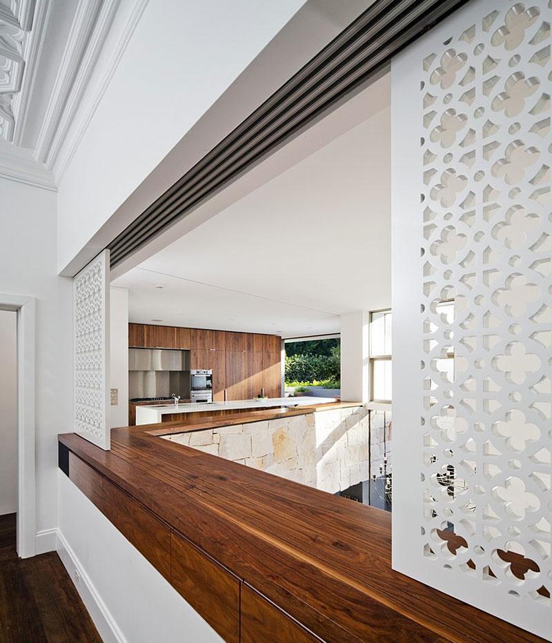 Hogares frescos residencia honiton por los arquitectos mck for Divisiones para sala y cocina