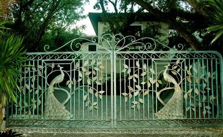 Beaux mod les de portes et portails sculpt s en fer forg for Porte jardin fer