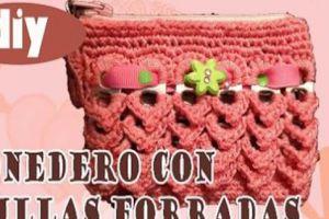 MONEDEROS CON ANILLAS DE LATAS Y CROCHET