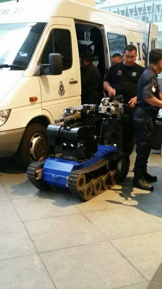 Polis Berjaya Musnahkan 2 Balang Bom Di KLCC