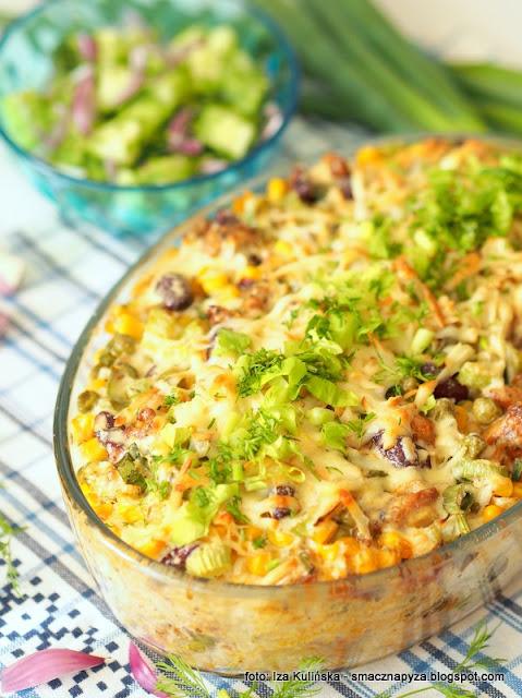 pyszna zapiekanka, obiad z piekarnika, ryz, kurczak, groszek, warzywa z puszki, warzywa konserwowe, ryz z warzywami i miesem