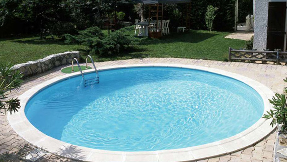Hình trong bể bơi