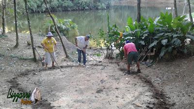 Bizzarri iniciando a execução de um lago de carpas onde vamos fazer a cascata de pedra, o caminho de pedra no jardim com a execução do paisagismo. 14 de fevereiro de 2017.