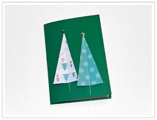 Julkort med fastsydda granar