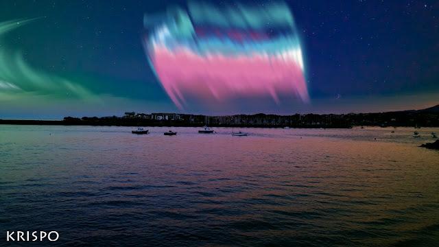 aurora boreal en tonos rosas en hondarribia