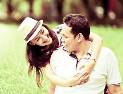 dp bbm romantis berpelukan cinta