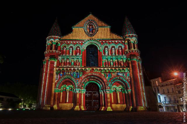 Iglesia de Notre-Dame la Grande iluminada noche Poitiers imprescindibles, turismo