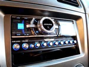 Jenis Equalizer  Ada beberapa jenis equalizers tersedia bagi Anda untuk menginstal di sistem audio Anda. Dua jenis EQ yang paling umum adalah Equalizers Parametrik dan Equalizers Grafis.