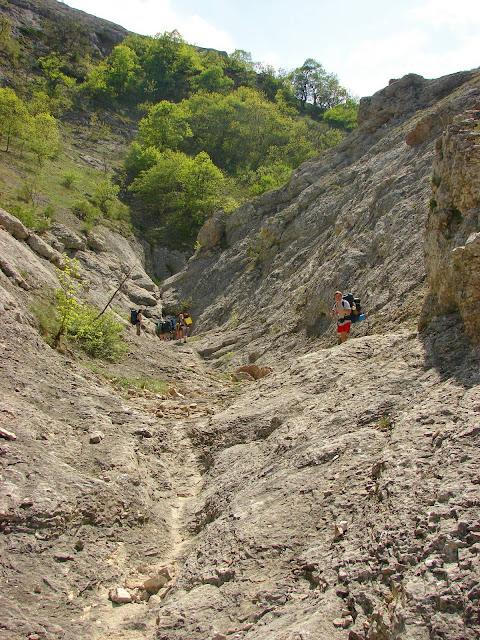 Каньон Бай-су: Приближаемся к сухому водопаду