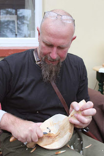 spoon carving (Sean Hellman Woodwright Designes)