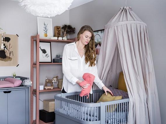 Una estilosa habitación de bebé