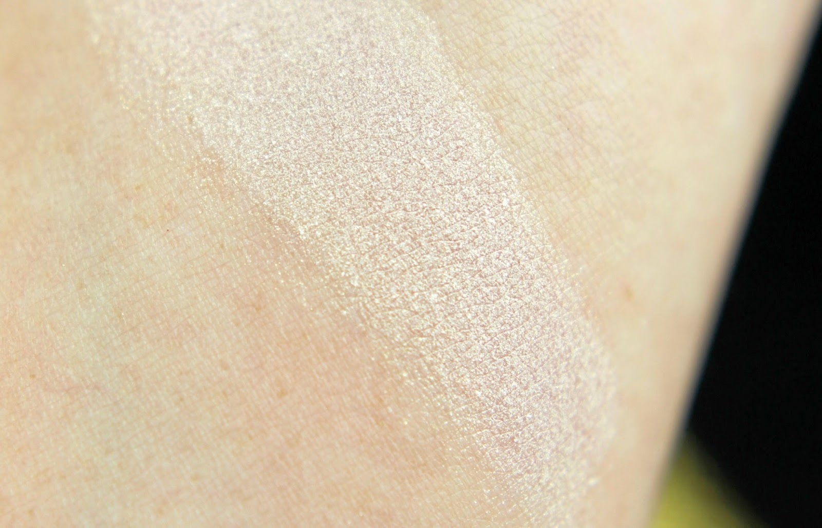 beauty meets fashion, CATRICE, drogerie, fashion, highlighter, kaviar gauche, lidschatten, limited edition, lippenstift, look, nagellack, nude, nude sublime, palette, review, rouge noir, swatches, tragebilder,