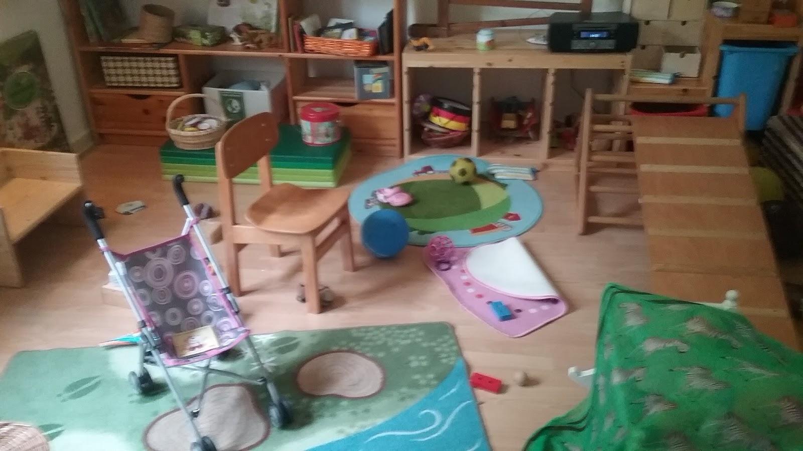 emmi und ich kinderzimmergeschichten oder wie ich versuche ordnung zu halten und einfach keine. Black Bedroom Furniture Sets. Home Design Ideas