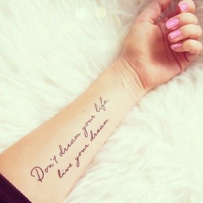 Tatuajes para antebrazo de escritura , letras o fechas