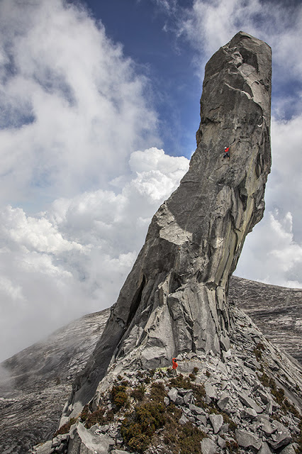 http://blogs.agu.org/landslideblog/2015/06/08/the-mount-kinabalu-rockfall-on-friday/
