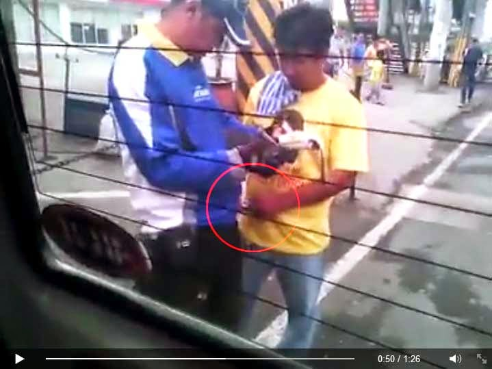 Calamba Traffic Enforcer Accepts 'Bribe' Money