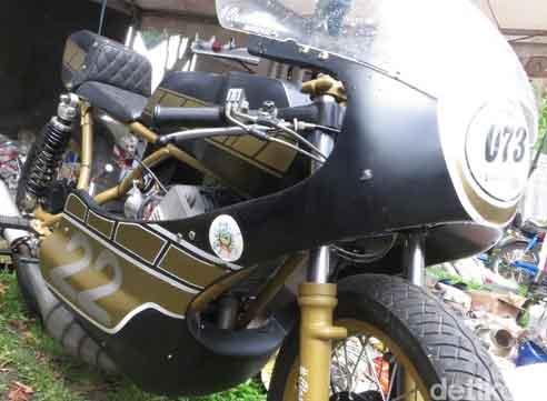 Modifikasi Motor Yamaha RD350 Bertenaga Monster!