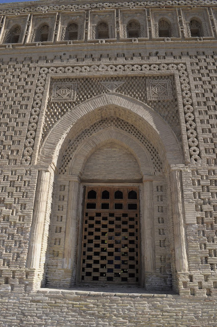 things to see and do in Bukhara Uzbekistan Samanid Mausoleum