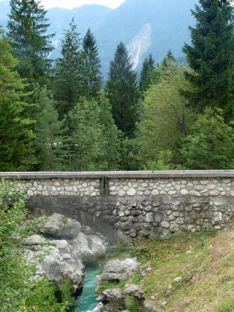Foto del puente sobre río Soča. Ruta en autocaravana por Eslovenia | caravaneros.com