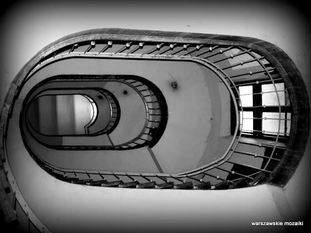 klatka schodowa schody Warszawa Warsaw kamienica Śródmieście architektura stuletnia opuszczone