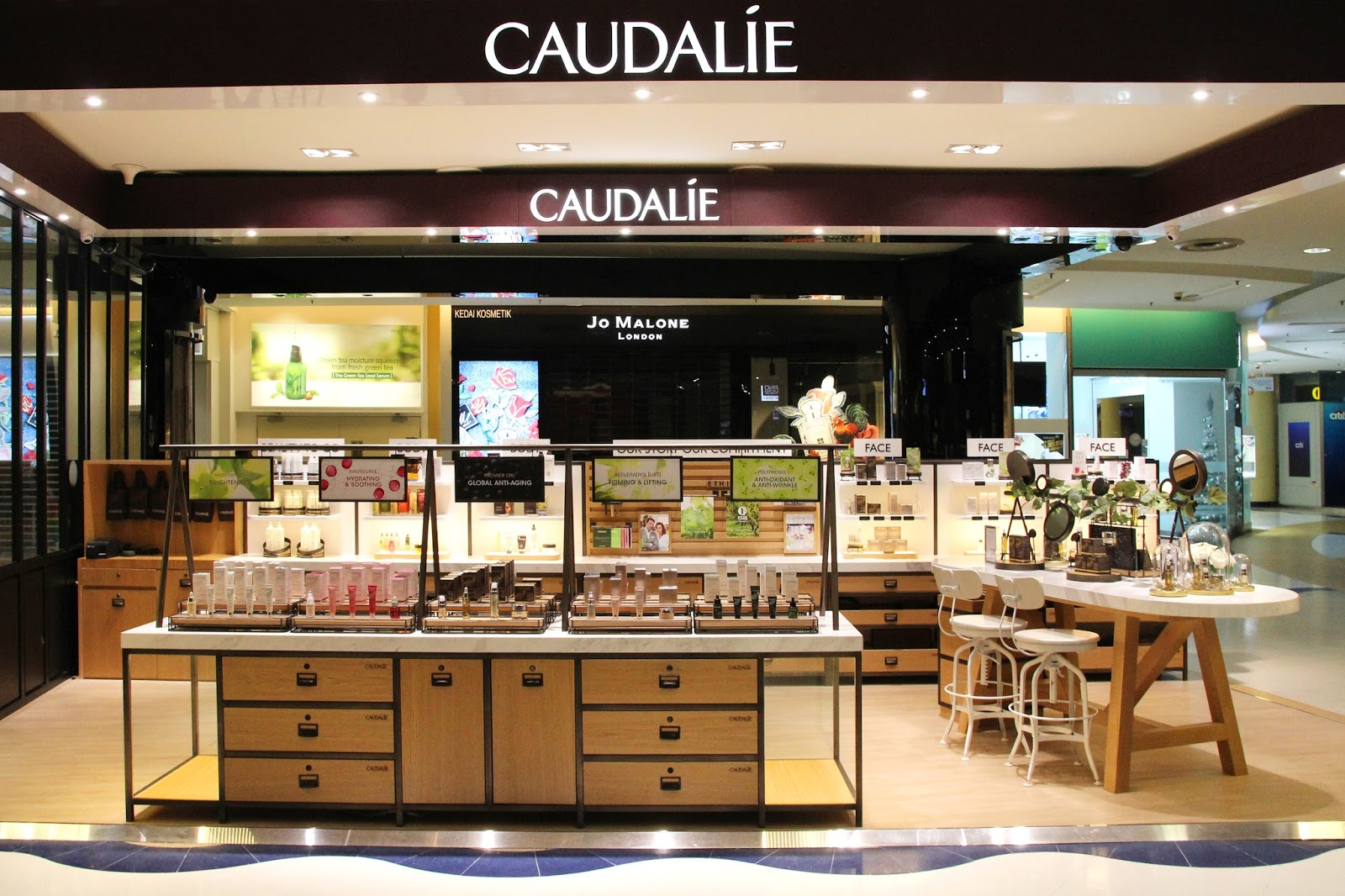 At this time, we are unable to accept allxpreswts.ml returns in our Caudalie Boutique Locations. Purchases made at retail locations or through another web site must be addressed by the original location of purchase. Please complete the Caudalie Return Form that was included in your package.