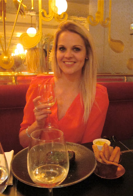 Lady in coral: a night out in Paris