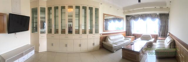 Phòng khách thông thoáng rộng rãi của căn hộ.