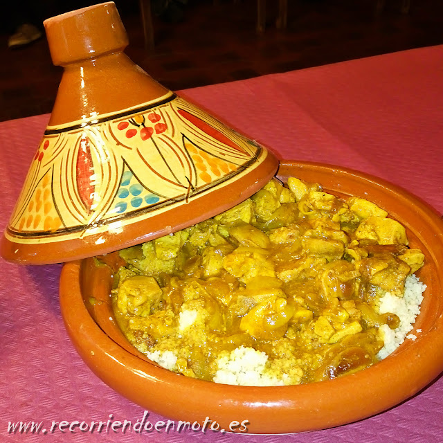 "tajine de pollo al curry del camping ""Punta Paloma"""