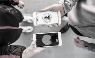 Novedades de Facebook messenger que tienen códigos QR y perfiles de usuarios de SnapChat.