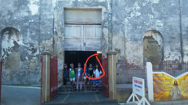 CREEPY: A Priest Who Died Last Year Photobombed a Group of Tourists Who Visited An Old Church In Masbate!
