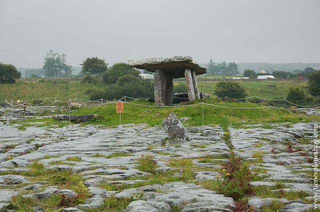 Poulnabrone Dolmen The Burren Irlanda