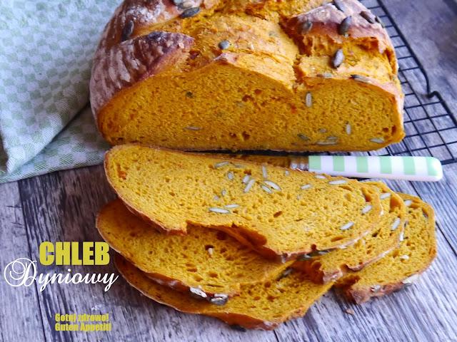 Orkiszowy chleb dyniowy na drożdżach z pestkami - Czytaj więcej »