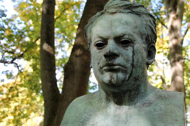 Denkmal und Statue von Max Reger
