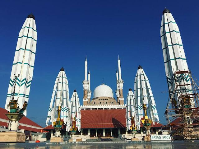 masjid agung jawa tengah siang hari