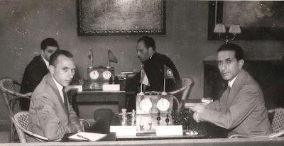 Partida de ajedrez Jesús M. Colomer - Carlos Pires  en 1951