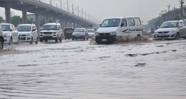 water-logging-heavy-rain-at-nh-2-faridabad-haryana