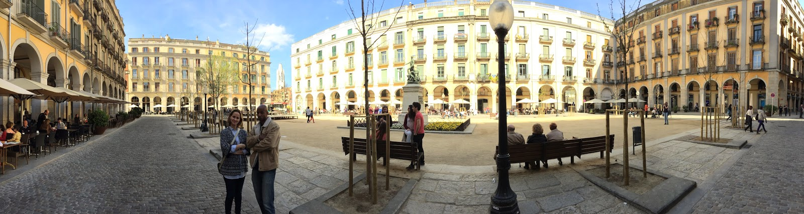Mariasun and I in the Plaza de la Independencia