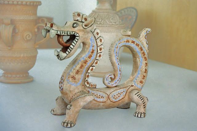 Ouzbékistan, Tachkent, Musée des Arts décoratifs, dragon, © L. Gigout, 2001